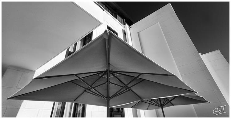 Soissons - le parasol de l'hôtel #17235